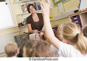professor, classe, com, estudante, oferecer-se, em, primeiro plano, (selective, focus)