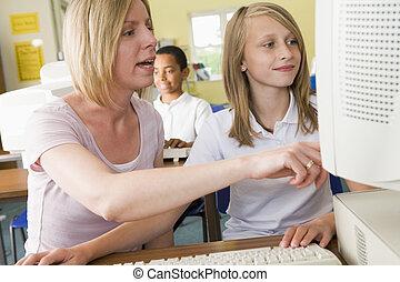 professor, e, schoolgirl, estudar, frente, um, escola, computador