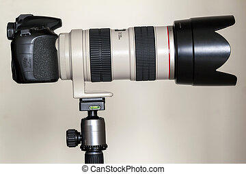 Proffesional digital camera with white zoom telephoto lens