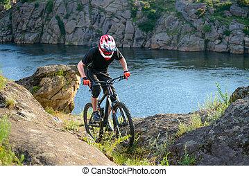 profi, biciklista, lovaglás, a, bicikli, képben látható, a, gyönyörű, eredet, hegy, trail., extreme sport