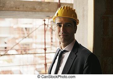 profi, emberek munka, portré, közül, boldog, és, magabiztos, építészmérnök, noha, biztonság sisak, alatt, szerkesztés hely, mosolygós, fényképezőgép