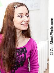 profiel, glimlachende vrouw, kaukasisch, verticaal