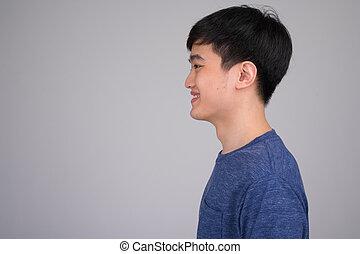 profil, prise vue tête, vue, jeune, asiatique, sourire heureux, homme