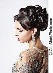 profilo, di, elegante, capelli marroni, signora, con, gioielleria, e, festivo, acconciatura