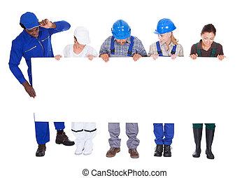 profissões, diverso, painél publicitário, segurando, pessoas