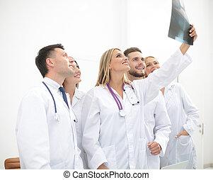 profissionais, médico, equipe, trabalhando, escritório