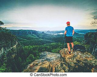 profissional, fotógrafo, com, tripé, ligado, cliff., bonito, puro, natureza