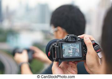 profissional, fotógrafo, concentrado, e, continuar, seu, paixão, para, fotografia