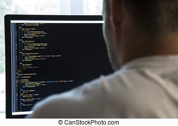 programador, de atrás, y, programación, código, en, monitor de la computadora