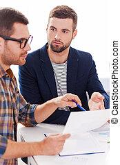 project., affari, seduta, persone, due, insieme, fiducioso, qualcosa, tavola, discutere, casuale, far male, indossare