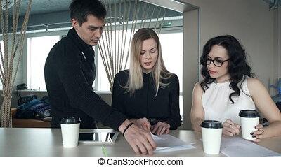 project., bureau affaires, employés, trois, idée génie