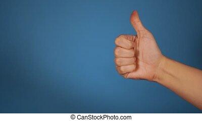 projection, approval., like., concept, haut, bleu, geste, arrière-plan., gros plan, femme, pouce, main