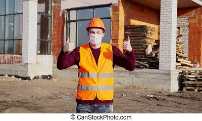 projection, approval., sous, monde médical, construction., maison, jeune, ouvrier, construction, dur, masque, pouces, salopette, gilet, orange, mâle, fond, haut, geste, homme, chapeau