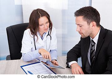 projection, docteur, femme, tablette, numérique