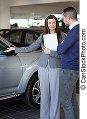 projection, femme, voiture, client