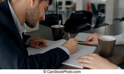 projection, jeune, cahier, plan, homme affaires, dessin