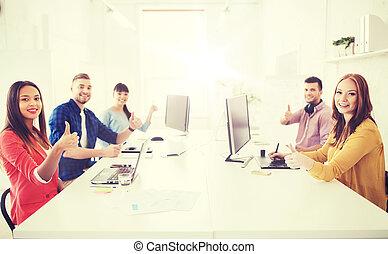 projection, ordinateurs, haut, créatif, pouces, équipe