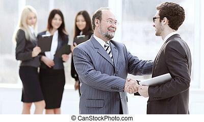 projekt, chef, hand skälv, med, den, anställd, tidigare, till, den, seminarium