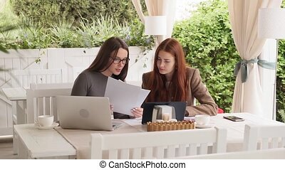 projet, lent, business, filles, deux, discuter, mouvement, déjeuner, quoique, nouveau, café, avoir