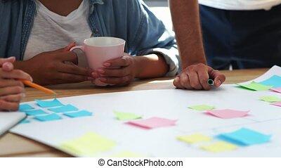 projet, leur, discuter, jeune, équipe