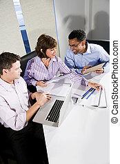 projet, ouvriers, bureau fonctionnant, multi-ethnique