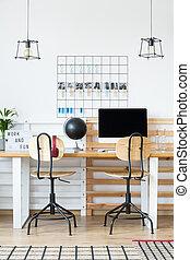 projetado, escritório, com, lâmpadas incandescentes