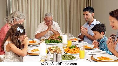 prolongé, dinn, avant, prier, famille