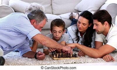 prolongé, jouant échecs, famille