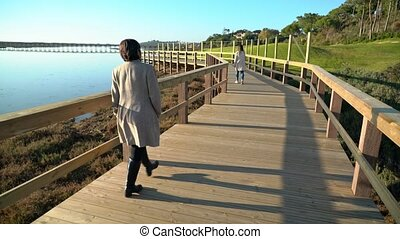 promenade, gens, rivière, rivage, quinta, lago, marche, femelles, lourenco, deux, sao, almancil., portugal, de, ahead.