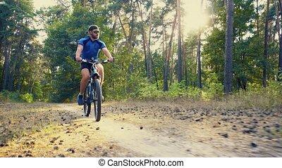 promenades, barbu, cycliste, bike., forêt, homme montagne