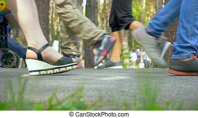 promeneurs, pieds, aller, park., gens, bébé, place., public