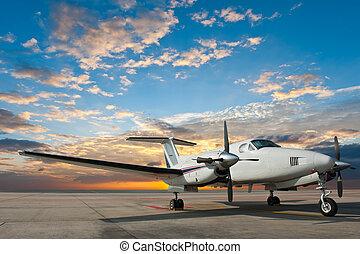 propellerflugzeug, parken, an, der, flughafen