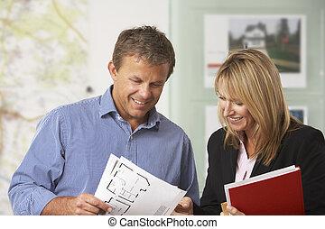 propiedad, cliente, detalles, hembra, propiedad, discutir
