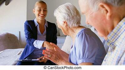 propriété, couples aînés, maison, mains, femme, agent, vrai,...