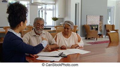 propriété, couples aînés, maison, sur, femme, agent, course,...