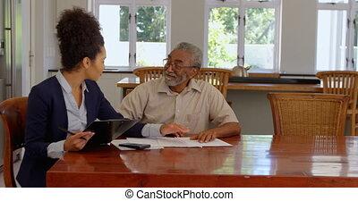 propriété, personne agee, maison, sur, femme, agent, course,...