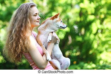 propriétaire, été, chien marche, heureux
