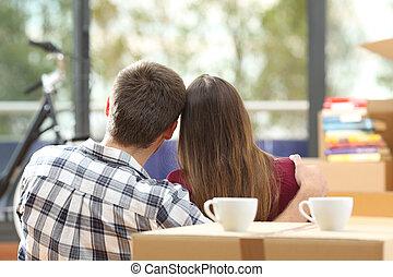 propriétaires maison, en mouvement, couple, satisfait