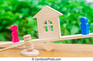 proprietà, house., scale., divorzio, prova, figure, donna, divisione, uomo, proprietà, standing, persone., clarification, court., legale, legno, conflict., means.