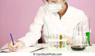 protecteur, comparer, chemicals., femme, eprouvettes, chimiste, lunettes