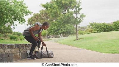 prothétique, homme, côté, jambe, vue, marche