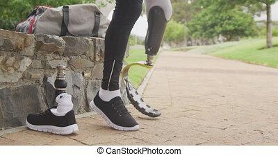prothétique, homme, côté, jambe, vue, sien, sauter