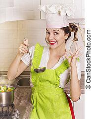 provando, ladle, dona de casa, sopa, sorrindo, cozinha