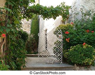 provence trellis