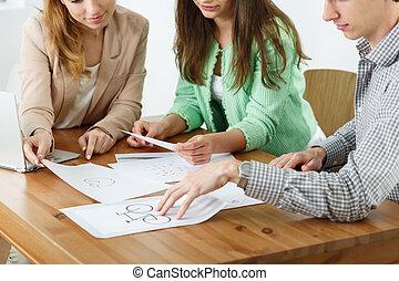 proyecto, trabajadores, joven, oficina, preparando