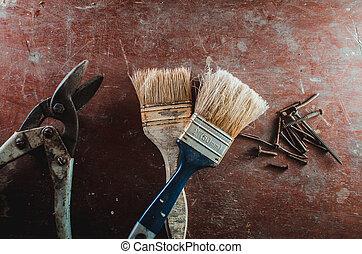 Pruner brush Screws on the table