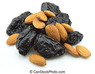 Prunes and almond clioseup