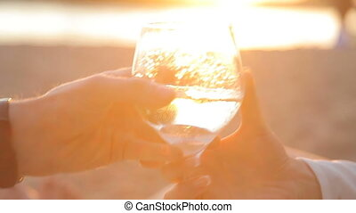 przedimek określony przed rzeczownikami, facet, leje, szampan, do, przedimek określony przed rzeczownikami, szkło