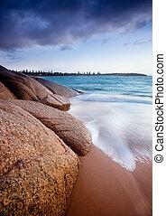 przedimek określony przed rzeczownikami, plaża kołysze