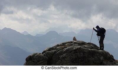 przedimek określony przed rzeczownikami, podróżnik, góry, i,...
